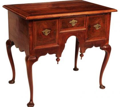 Massachusetts Queen Anne Walnut Dressing Table
